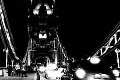 On the Towerbridge. (parnas) Tags: towerbridge london uk zwartwit blackandwhite blackwhite analoog film ilforddelta streetphotography straat nighttime lowlight traffic