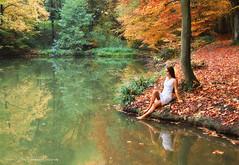 Reflection (Rita Eberle-Wessner) Tags: wald forest teich lake pond water wasser autumn herbst fall laubwald baum tree trees bäume spiegelung reflection girl mädchen whitedress weiseskleid