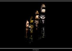 suggestioni (magicoda) Tags: italia italy magicoda foto fotografia venezia venice veneto maggidavide davidemaggi passione passion luce light emozione emotion realtà reality nero black voyeur noupskirt turisti tourist 2018 giallo yellow arancio rosso red orange home windows nobarefoot nowoman street strada notte notturno night santacroce bifora finestra window mullioned candid capitelli colonne suggestione suggestion colore color colour nikon dslr reflex d750