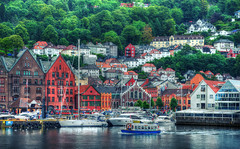 The Hanseatic Museum - Bergen - Norway (Fr@nk ) Tags: dsc09393tmbergenndefkl cinematic wchsite norway norge mrtungsten62 recent rec0309 europe travel holiday vacation sonya7r canonef24105mmisl water havn harbour haven boat ship houses architecture road street green nature woodenhouses