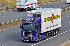 V88 NDR (Martin's Online Photography) Tags: scania r560 v8 truck wagon lorry vehicle freight haulage commercial transport a1m northyorkshire nikon nikond7200