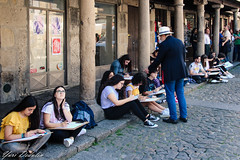 Drawing classes in the old district of Guimarães. (Yuri Dedulin) Tags: architecture culture eu europe guimaraes history landscape oldcity travel yuridedulin tourism day trip guimarães portugal street life daily town old charming historic gothic art children school drawing classes buildings sightseeing historical medieval beautiful wonderful attractions 2018 cobblestone cobblestonestreets kids girls teacher lifedrawing drawingforbeginners students studentsleague holiday holidayclasses fun