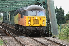 Gunning it near Gunness (JohnGreyTurner) Tags: br rail uk railway train transport lincolnshire lincs freight diesel engine locomotive 56 class56 grid light colas althorpe keady gunness keadby