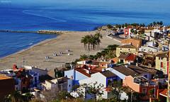 Casco antiguo y playa de Villajoyosa (lagunadani) Tags: pueblo playa villajoyosa alicante lavila casasdecolores cascoantiguo marinabaixa spain mar mediterraneo hotelcensal