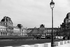 It's such a perfect scene (.KiLTRo.) Tags: paris îledefrance france fr cielo sky street cars edificio building architecture louvre museum city life citylife kiltro