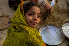 Sand.    Thar desert (Claire Pismont) Tags: asie asia inde india rajasthan pismont clairepismont colorful couleur color colour child girl washing dishes green travel travelphotography thardesert thar