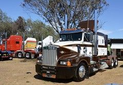 Klos Bros (quarterdeck888) Tags: trucks photos truckphotos australiantrucks outbacktrucks workingtrucks primemover class8 overtheroad interstate frosty quarterdeck jerilderietrucks jerilderietruckphotos flickr bdoubles lorry bigrig highwaytrucks interstatetrucks nikon truck kenworth kenworthclassic kk kenworthclassic2018 truckshow truckdisplay workingclasstrucks noprizes t600 klosbros klos