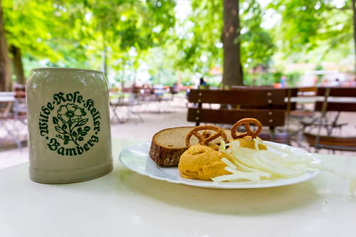 Bayrische Brotzeit im Wilde Rose Biergarten in Bamberg