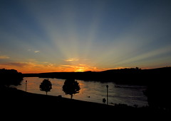 spectacular sunset (Hank Rogers) Tags: pa pennsylvania pittston westpittston susquehanna susquehannariver sun sunset sunrise set rise crepuscular rays crepuscularrays sky summer warm evening spectacular amazing reflection trees blue gold golden hour beauty nature natural weather meteorology