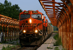 Ottumwa's Aging Platforms (Jeff Carlson_82) Tags: pstx bnsf 6815 coaltrain ottumwa ia iowa es44c4 burlingtonnorthernsantafe train railroad railfan railway ge gevo depot station platform nationalregisterofhistoricplaces ottumwasub