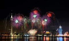 Korea fireworks 韓國煙花 (MelindaChan ^..^) Tags: 韓國煙花 korea fireworks 韓國 煙花 澳門國際煙花比賽匯演 澳門 煙花比賽 匯演 chanmelmel mel melinda macauinternationalfireworksdisplaycontest macau international display contest night light city evening color colorful bridge westbridge pontedesaivan 西灣大橋 china shape macautower layer melindachan tower hotel lisboa firework flowers