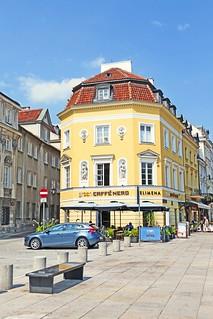Pologne, Varsovie, le Banc de Chopin, & à gauche la statue d'Adam Mickiewicz