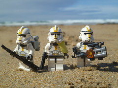 Heading on the beach-lines. (Working hard for high quality.) Tags: trooper clone lego star wars beach sand water ocean seaside extraction evac sky weather scene