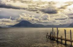 Quella luce della sera (forastico) Tags: forastico d7100 guatemala atitlan lago lagoatitlan vulcano tramonto nuvole panajachel
