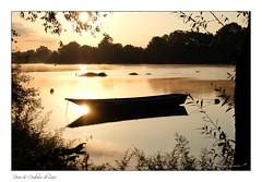 fenêtre sur la Loire (Bruno-photos2013) Tags: loire landscape loireatlantique ligérien leverdujour leverdesoleil brume bretagne brouillard barque batelier batellerie landsacape sunrise reflets river reflexion