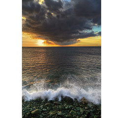 BeautYntelligence (Robyn Hooz) Tags: reunion isola lava onda nera cielo nuvole horizon orizzonte beauty mare sea indianocean clouds romance sigh sospiro
