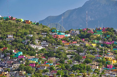 Prime Location (Don César) Tags: monterrey mexico nuevoleon colina cerro montaña mountain colorido colorful cheer alegre casas houses urban ciudad city