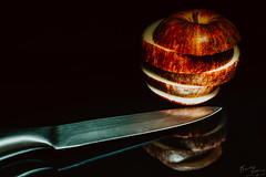Sliced (BeckiGroves) Tags: 365the2018edition 3652018 day248365 05sep18 2018yip lowkey apple knife reflection