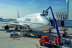 Allemagne, l'Aéroport de Francfort, nettoyage du cockpit du Boeing 747 (Roger-11-Narbonne) Tags: allemagne aéroport francfort