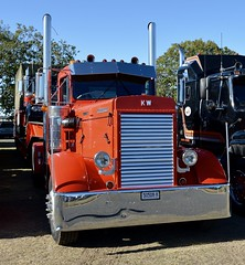 Early Kenworth (quarterdeck888) Tags: trucks photos truckphotos australiantrucks outbacktrucks workingtrucks primemover class8 overtheroad interstate frosty quarterdeck jerilderietrucks jerilderietruckphotos flickr bdoubles lorry bigrig highwaytrucks interstatetrucks nikon truck claredontruckshow clariontruckshow2018 truckshow australiantruckshows kenworthclassic oldtrucks oldaustraliantrucks australiantransporthistory kenworth