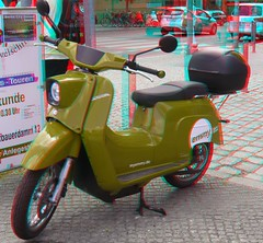 E-Schwalbe, Elektro-Scooter im Retro-Look, electric scooter (Rolf Marquardt) Tags: 3d stereo anaglyph rotcyan redcyan schwalbe elektroroller electricscooter retro