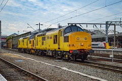 97304 + 97303 - Crewe - 21/07/18. (TRphotography04) Tags: network rail 97304 john tiley 37217 97303 37178 stand crewe working 0c97 1807 derby rtcnetwork bas hall ssm