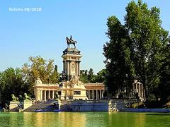 Madrid. El Retiro 20180824 01 (ferlomu) Tags: agua arbol escultura estatua ferlomu madrid reflejo retiro