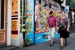 Einzelstücke (Art de Lux) Tags: hamburg altona ottensen ottenserhauptstrase stadt city menschen personen people laden geschäft shop store graffiti strase street streetfotografie streetphotography candid farbe color artdelux deutschland germany summilux microfourthirds mft