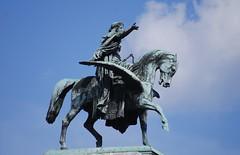 Two Winged Horses on the Facade of Wiener Staatsoper #2 (Istvan) Tags: equestrianstatue equestrian wingedhorse wien austria österreich vienna ernstjuliushähnel wienerstaatsoper sky clouds sculpture
