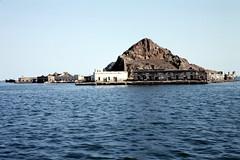 Aden - Qulfatein Island (motohakone) Tags: jemen yemen arabia arabien dia slide digitalisiert digitized 1992 westasien westernasia ٱلْيَمَن alyaman kodachrome paperframe