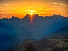 Sonnenaufgang (torremundo) Tags: landschaften berge besonderestimmung sonnenuntergänge wolken fronalpstock schwyz schweiz