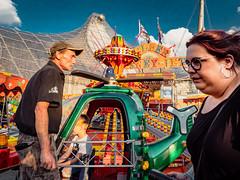Menschen im Olympiapark Sommer 18 - Party im Park (182).jpg (Ralphs Images) Tags: streetphotography moods mft menschen olympuszuikolenses ralph´simages stimmungen panasoniclumixg9