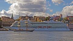 The brig Tre Kronor departing from Stockholm, in the background the cruise ship Viking Star (Franz Airiman) Tags: s160stadsgården160 saltsjön båt boat ship fartyg brig brigg trekronorafstockholm vikingcruises stadsgården södermalm stockholm sweden scandinavia
