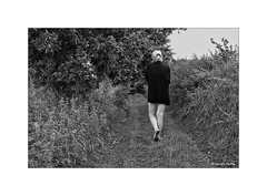La promenade... (Laurent TIERNY) Tags: campagne woman personnage