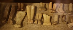 Early Cycladic feet (orientalizing) Tags: apeiranthos archaeologicalmuseum archaia cyclades cycladicfigurines ecii gravegoods greece islands marble naxos thirdmillenniumbc