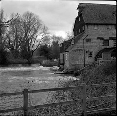 Houghton Mill: 2 (Benedict Todd) Tags: mill watermill epson apotar tmax400 houghtonmill film tmy2 analogue 4490 industrial river agfa cambridgeshire isolette homedeveloped nationaltrust bw ilford id11 kodak