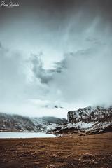Lago Ercina XIV (Álvaro Hurtado) Tags: nikon d7200 sigma naturaleza nature paisaje landscape asturias españa spain oviedo monte mount montaña mountain lagos lakes covadonga picos europa ercina niebla fog mist árboles trees agua water nubes clouds