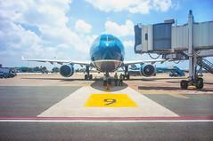 (kuuan) Tags: voigtländerheliarf4515mm manualfocus mf voigtländer15mm aspherical f4515mm superwideheliar apsc sonynex5n airport airliner hcmc hochiminhcity vietnam