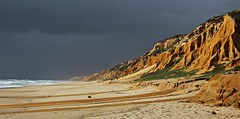 Storm on the coast! (Jorge Cardim) Tags: galé beach fontainhas portugal sky storm tempestade costa coast sand mountain clouds nuvens sea ocean light color arribas cliffs