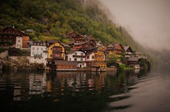 A moment of tranquility (DrQ_Emilian) Tags: landscape view mountains alps lake water lakeside buildings architecture town village urban light colors details reflections outdoors fog foggy tranquility peacefull calm travel visit explore discover hallstatt hallstattersee salzburg salzburgerland europe turism destination photography hobby beautiful