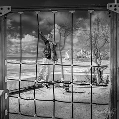 Escalade plage de Sitges (BO31555) Tags: bernard ondry blancoynegro landschaft see 2016 catalogne paysage monochrome streetart bw sun sky blanc vacances blanco y negro sud nikor landscape streetphoto nikon sitges noir et blackwhite streetphotography outdoor espagne spain mer sculpture blackandwhite noiretblanc paysagepanorama travel dark voiture bernardondry noire 09 voyages d810