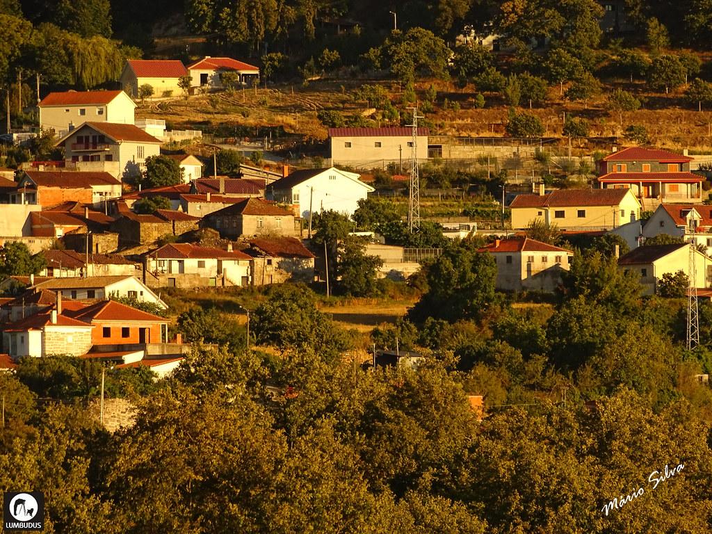 Águas Frias (Chaves) - ... vista de uma pequena parcela da Aldeia ...