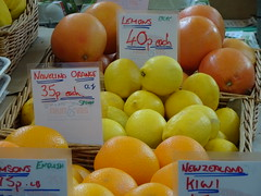 Oranges, Lemons & Grapefruit                                                                                                         - Newton Abbot Market Hall, Devon (Balticson) Tags: oranges lemons grapefruit yellow fruit citrusfruit newtonabbot newtonabbotmarkethall newtonabbotindoormarket devon greengrocery