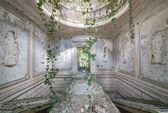 (Kollaps3n) Tags: abandoned decay decayplaces abandonedplaces urbex urbanexploration nikon chateau