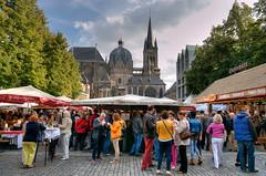 Aachen - Katschhof - Weinfest (Ventura Carmona) Tags: alemania germany deutschland nrw aachen aken aquisgrán aixlachapelle aquisgranum katschhof 2014 weinfest aachenerdom venturacarmona