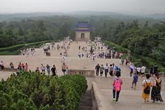 南京中山陵 Dr. Sun Yat-sen's mausoleum (沐均青) Tags: chinese travel summer china historical cultural mausoleum green buildings white people tomb blue pink