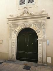 DSC01412 (dottyvdb) Tags: sculptures gard nimes architecture detail portes besserie hotel