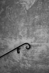Accroche-coeur (cactus2016) Tags: noiretblanc blackandwhite walls minimalisme abstractreality