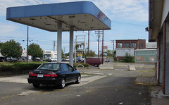 While driving from New York up to Connecticut, my car became a little low on gas. I pulled into this station, but the service was glacially slow, nonexistent actually. There was not a single gas pump.... very strange! West Haven, Connecticut. Sept 2018 (wavz13) Tags: abandoned abandonedgasstations oldgasstations oldbuildings vintagebuildings abandonedbuildings abandonedstores connecticut connecticutphotography oldhonda oldhondas oldaccords vintageaccords oldfactories abandonedfactories oldcars vintagecars gasstations fillingstations industrial abandonment