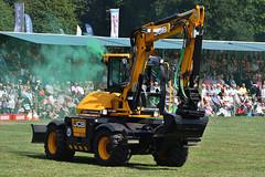 JCB Dancing Diggers Excavator (Bri_J) Tags: chatsworthcountryfair2018 chatsworthhouse edensor derbyshire uk chatsworth countryfair nikon d7500 jcb dancingdiggers excavator smoke sigma150600mm